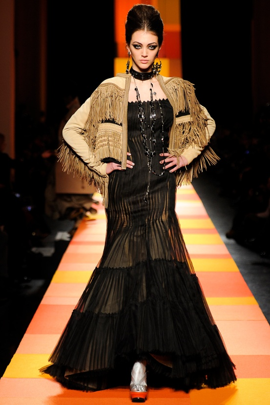 jean-paul-gaultier-couture-spring-2013-17_133601394589