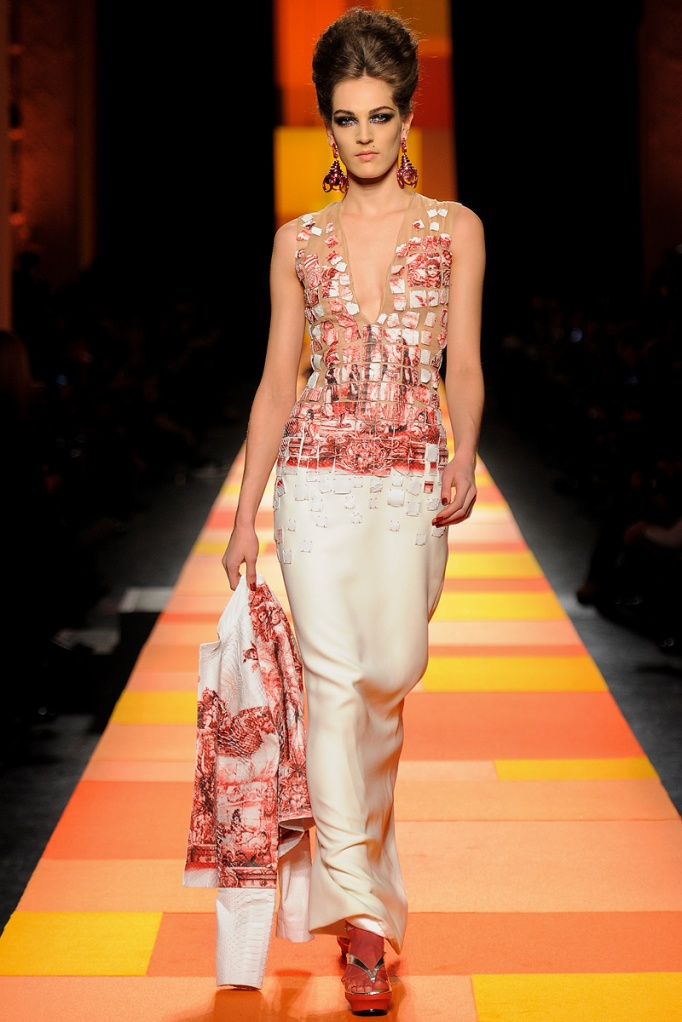 jean-paul-gaultier-couture-spring-2013-35_133614819929